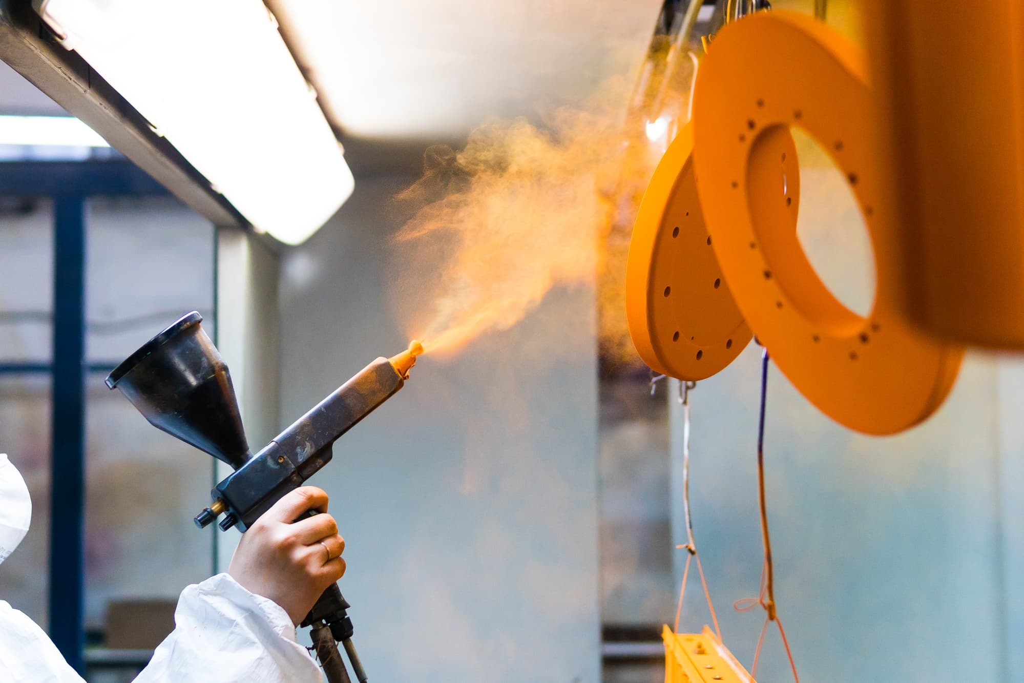 Powder coating of metal parts